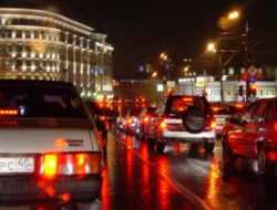 Власти Москвы предупредили о дорожном коллапсе в вечерний час пик