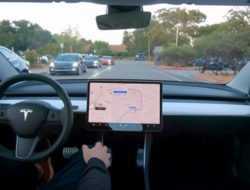 Видео: Tesla показала новый автопилот в действии
