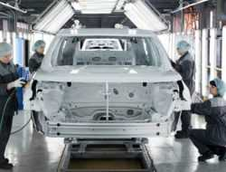 Ford пообещал выплатить уволенным сотрудникам до 12 окладов