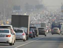 Власти Москвы рекомендовали водителям пересесть на общественный транспорт
