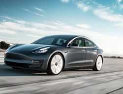 Электрокары Tesla научат объезжать ямы