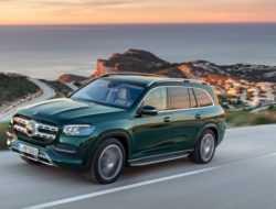 Новый Mercedes GLS: прыгает перед ямами и понимает жесты
