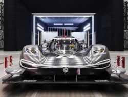 Volkswagen показал гоночный электрокар для рекорда на Нюрбургринге