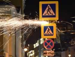 Суд отменил штраф ЦОДД за уменьшенные дорожные знаки