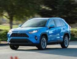 Новую Toyota RAV4 назвали «Автомобилем года»