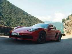 В России стартовали продажи Porsche 718 Cayman и 718 Boxster с новым мотором