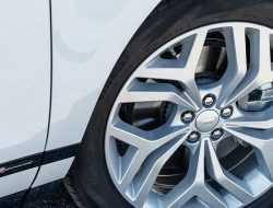 Jaguar Land Rover в России начал сдавать автомобили в аренду