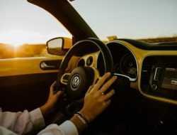 Volkswagen будет продавать доступ к автопилоту за 600 рублей в час