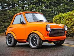 На продажу выставят классический Mini, превращенный в очень короткую двухдверку