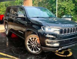 В Москве продают топовый Jeep Wagoneer за 12 миллионов рублей. Внедорожник официально не поставляют в Россию