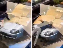 Видео: владелец Toyota Supra защищает спорткар от града своим телом
